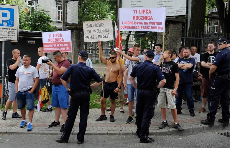 W marszu uczestniczyło ok. 500 osób. Po nabożeństwie w greckokatolickiej katedrze uczestnicy uroczystości w zorganizowanej grupie ruszyli ulicami Przemyśla