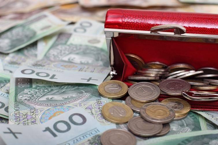 """""""Pensja 50+"""": płaca minimalna wzrosła w 2020 roku do 2600 zł brutto! Doganiamy już Niemcy? Pensja minimalna będzie wkrótce jeszcze wyższa"""