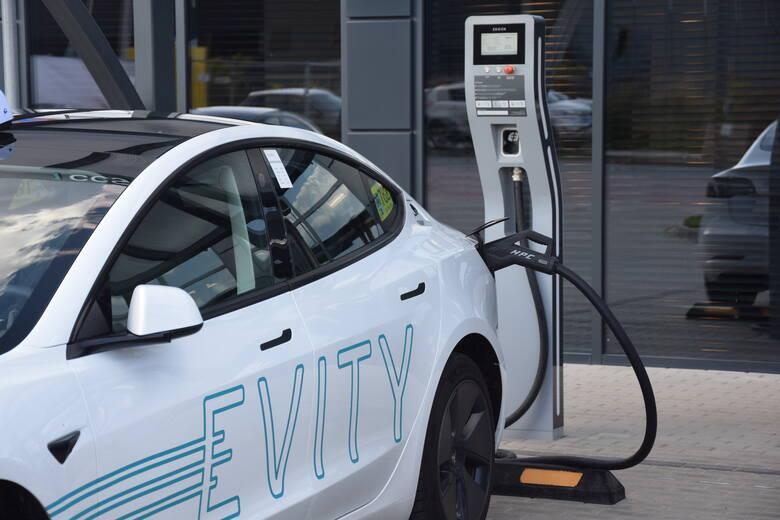 Evity, czyli elektryczne taksówki wożą pasażerów już 1,5 roku. Przejechały milion bezemisyjnych kilometrów. Z tej okazji zorganizowano w Zielonej Górze