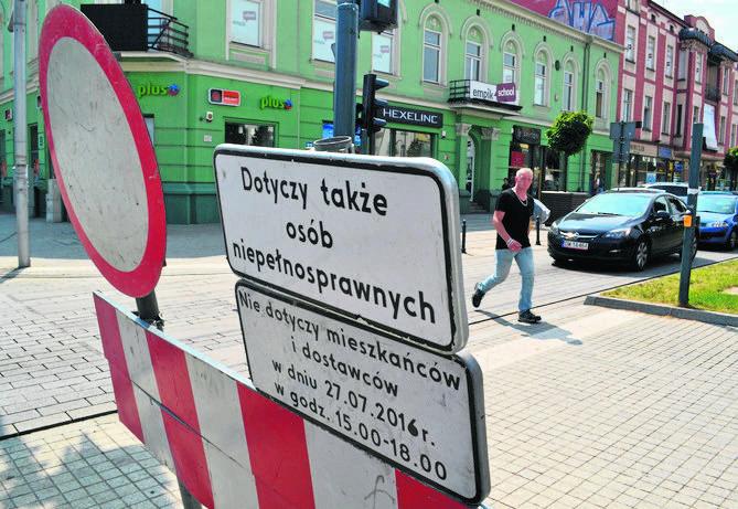 Już wczoraj w centrum Częstochowy stały znaki i barierki przygotowane z myślą o zamknięciu ruchu kołowego