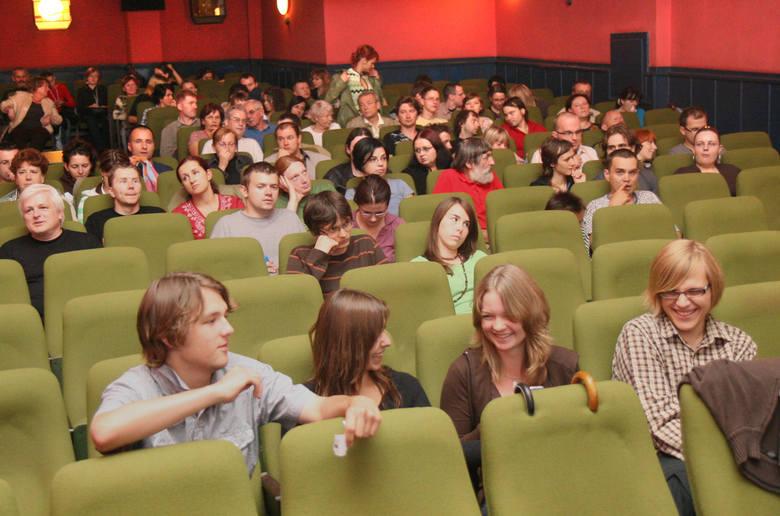 Tym razem wcale nie będziemy sięgali do prehistorii. Witamy na widowni kina Orzeł podczas Lata Filmów w 2007 roku.