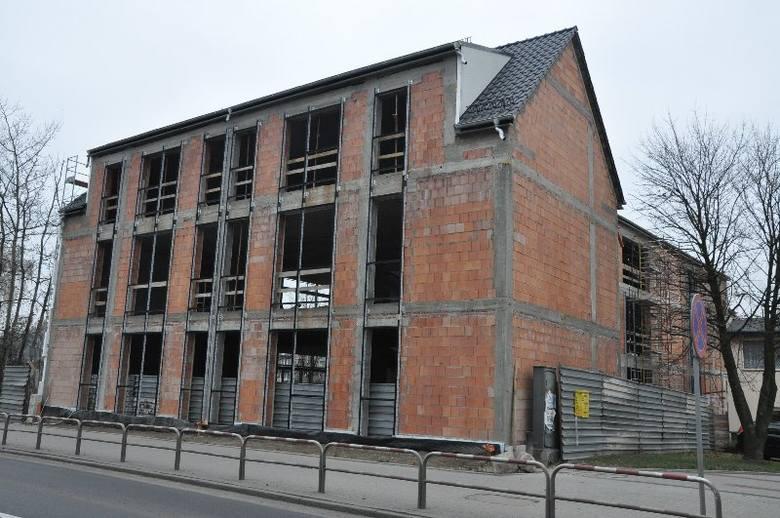 Największa inwestycja to budynek wznoszony w miejscu wyburzonego kina Znicz na Wielkim Przedmieściu. - Będzie to 3-kondygnacyjny podpiwniczony obiekt