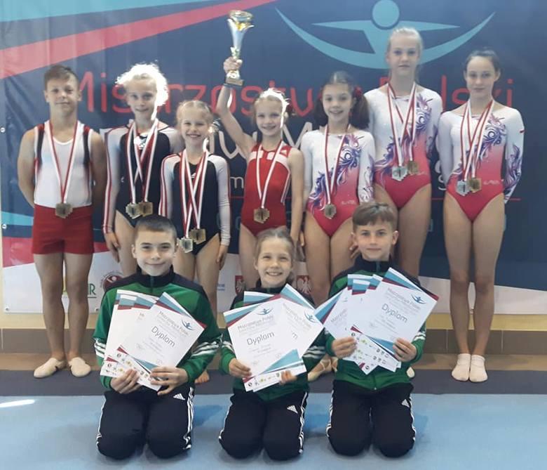 Przedstawiciele Gwiazdy Dobrzeń Wielki pokazali się z bardzo dobrej strony na mistrzostwach Polski juniorów młodszych.
