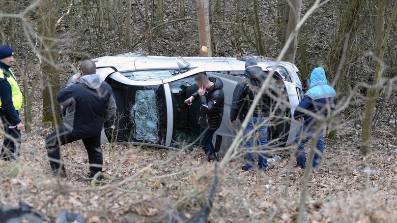 Audi i mercedes nie zatrzymały się do policyjnej kontroli na granicy w Kołbaskowie. Niemieccy policjanci podjęli pościg za samochodami.- To sprawa niemieckiej