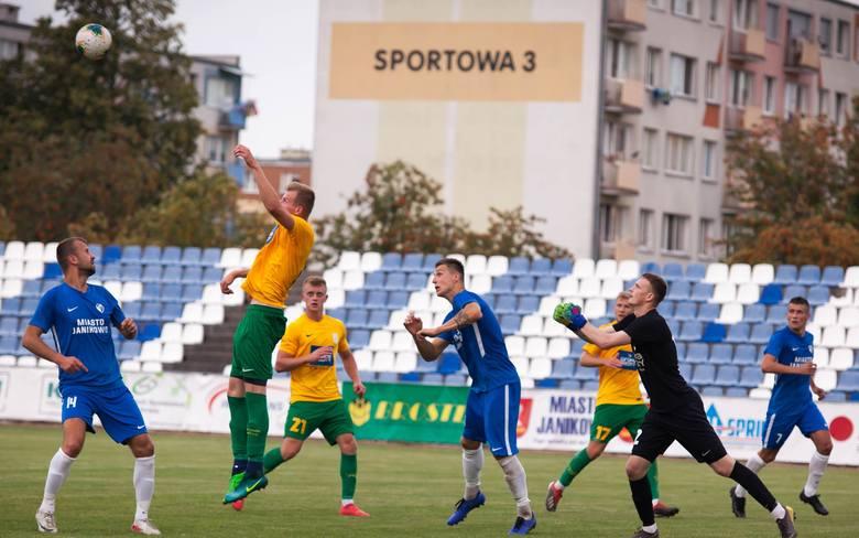 W drugiej kolejce trzeciej ligi Unia Janikowo zremisowała z Chemikiem Police 1:1. Gola dla janikowian strzelił Przemysław Kędziora. Po tym meczu unici