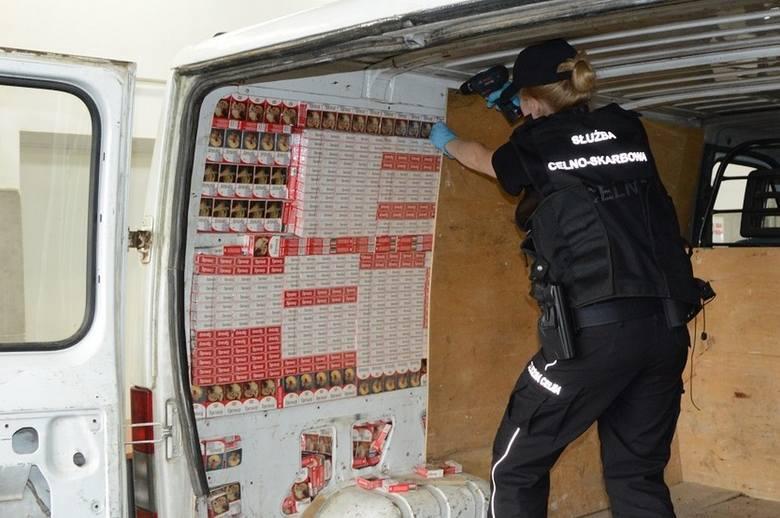 Do kontroli na przejściu granicznym w Kuźnicy mundurowi zatrzymali dostawczego peugeota. 32-letni obywatel Białorusi próbował wjechać do Polski tzw.