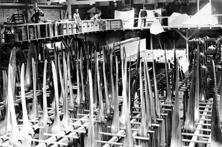 """Tereny lotniska, portu lotniczego i budynków towarzyszących. To tutaj powstała słynna na cały kraj wytwórnia """"Samolot"""". Fotografia pochodzi z archiwów"""