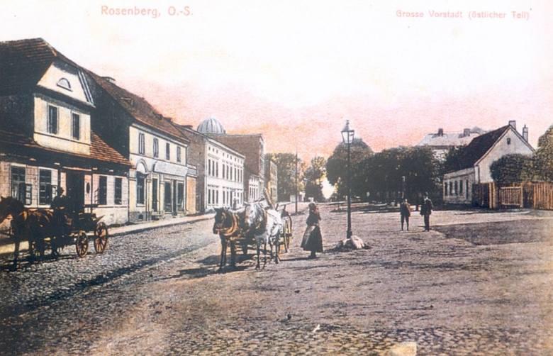 Wielkie Przedmieście (Große Vorstadt) było najszerszą ulicą Olesna. Na przyległym placu odbywały się jarmarki. Przy tej ulicy zachował się dom, w którym