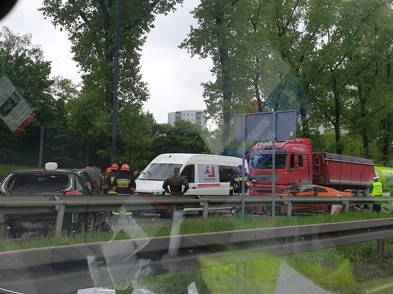 Kraków. Wypadek na Opolskiej, duże utrudnienia w ruchu [KRÓTKO]