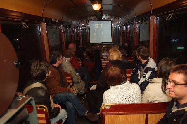 W sobotni wieczór w zabytkowym wagonie tramwajowym ustawionym na krańcówce przy ul. Północnej wyświetlono film Agnieszki Osieckiej.<br>