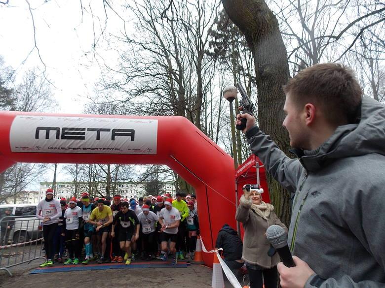 Bieganie w Gorzowie jest superpopularne. Na zdjęciu start zeszłorocznego biegu gwiazdkowego. Za kilka dni kolejna edycja.
