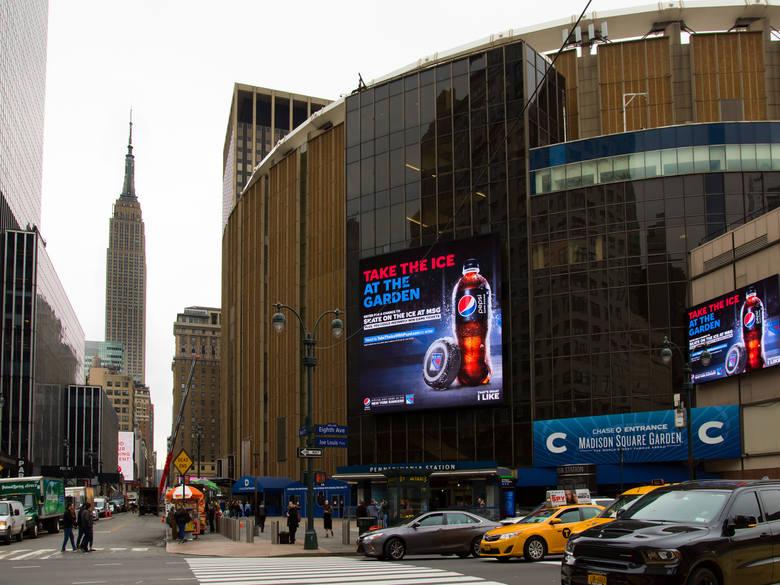Nowy Jork, środek pandemii? To może randki na podglądzie?
