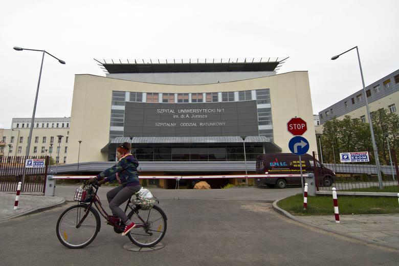 Informacje o zarobkach przesłał nam Szpital Uniwersytecki nr 1 im. dr. A. Jurasza w Bydgoszczy. Jest to mediana BRUTTO (wartość środkowa) wynagrodzeń