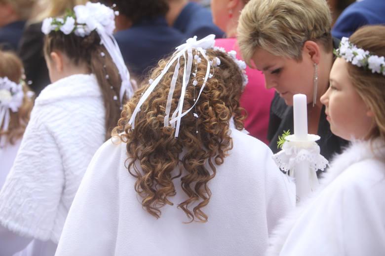 38f448f455 Fryzury komunijne. Inspiracje na fryzury komunijne dla dziewczynek ...