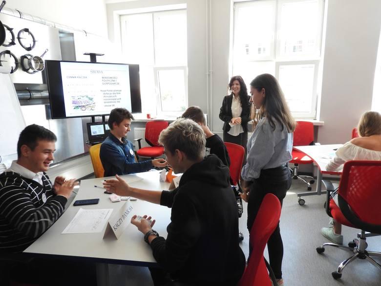 Laboratorium Kompetencji mieści się w Centrum Kształcenia Ustawicznego przy ulicy Ciepłej 32 w Białymstoku