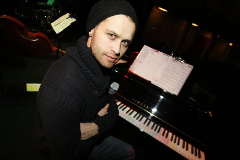 Maciej Zakościelny w teatrze.
