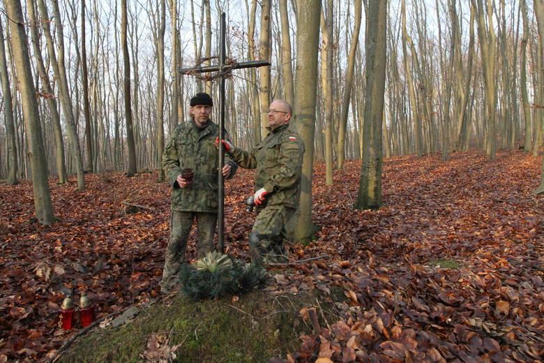 W lesie odkryli szczątki rozstrzelanych (WIDEO, zdjęcia)