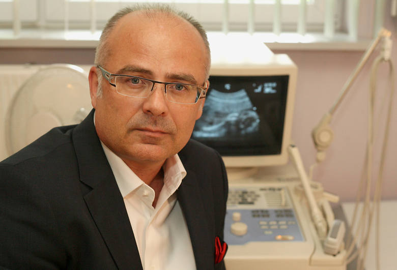 Porody rodzinne w Łodzi były pierwsze. Łódzcy lekarze na porodówkę wpuścili mężczyznę i... wstawili wannę