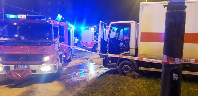 Kierowca iveco, kurier Poczty Polskiej, z obrażeniami klatki piersiowej trafił do szpitala. Gdy jego stan zdrowia pozwoli, zostanie przesłuchany. Nieoficjalnie