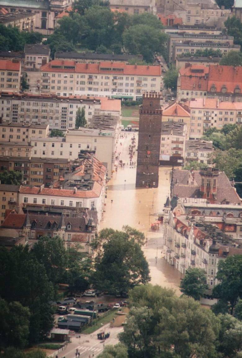 Powódź 1997 nad Opolszczyzną z lotu ptaka. Nysa.