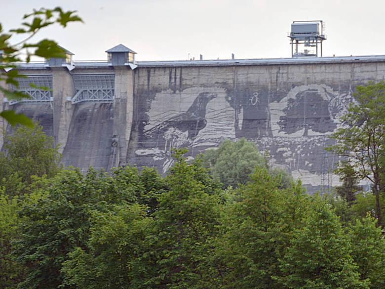 Na solińskiej zaporze powstaje gigantyczny mural [ZDJĘCIA, WIDEO]