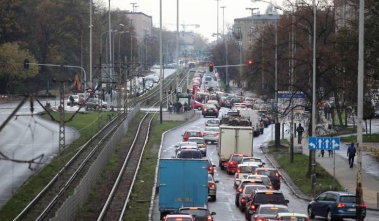 Zakorkowane ulice i skrzyżowania w Łodzi to nic nowego. Wiele raportów wskazuje Łódź jako jedno z bardziej zakorkowanych polskich miast. Które skrzyżowania