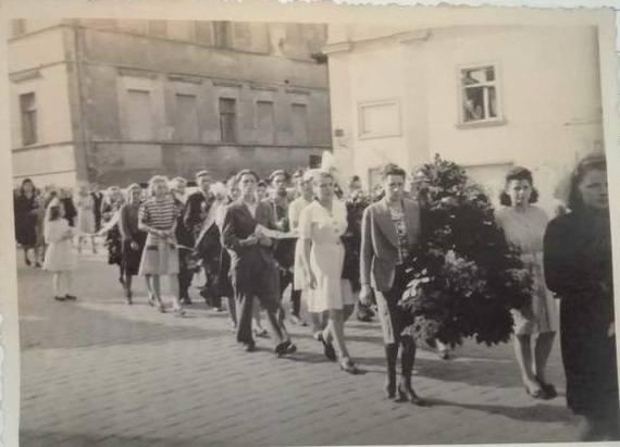 Zdjęcie z pogrzebu ofiar krwawego mordu