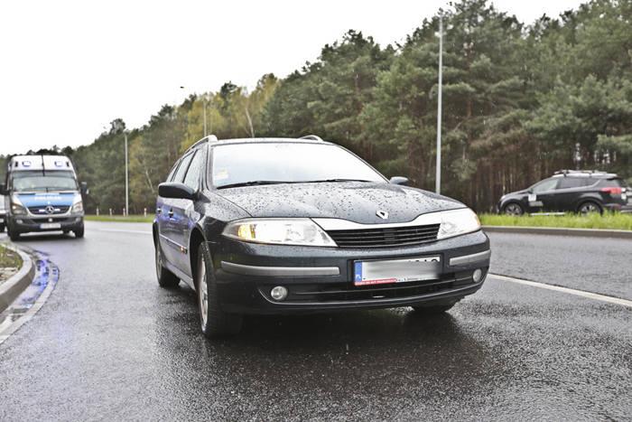 Renault laguna na krośnieńskich tablicach rejestracyjnych jechało zygzakiem Trasą Północną w kierunku Przylepu. Widzący to inni kierowcy natychmiast