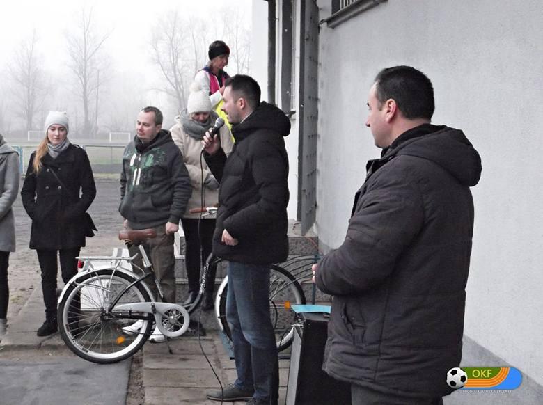 Biegiem uczcili pamięć Adama Protasiewicza, miłośnika sportu  (zdjęcia)