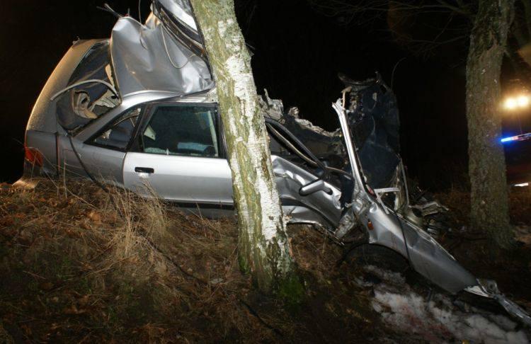 Sidory. Śmiertelny wypadek 33-latka. Kierowca i pasażer zginęli na miejscu (zdjęcia, wideo)