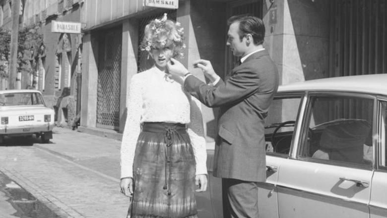 Fryzury modne w PRL-u. Zobacz, jak dbaliśmy o włosy za komuny. Dawni fryzjerzy to dopiero mieli fantazję! [Archiwalne zdjęcia]