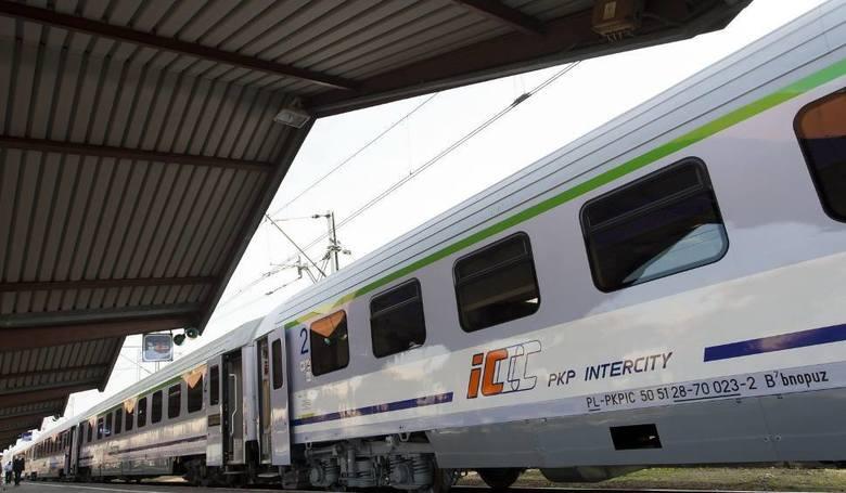 Prezydent Koszalina nie odpuszcza w sprawie przywrócenia zlikwidowanego bezpośredniego połączenia kolejowego do Warszawy. Wysłał kolejne pisma. Czytaj