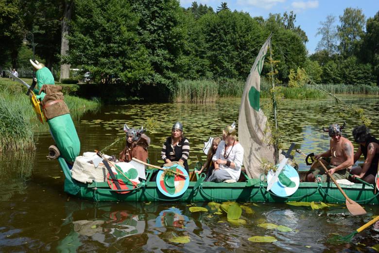 Jarmark nad Jeziorem Ogórkowym w Kaliszu Pomorskim podbił serca publiczności. Turniej drwali, ceremonię zatapiania beczek z ogórkami w jeziorze, koncerty