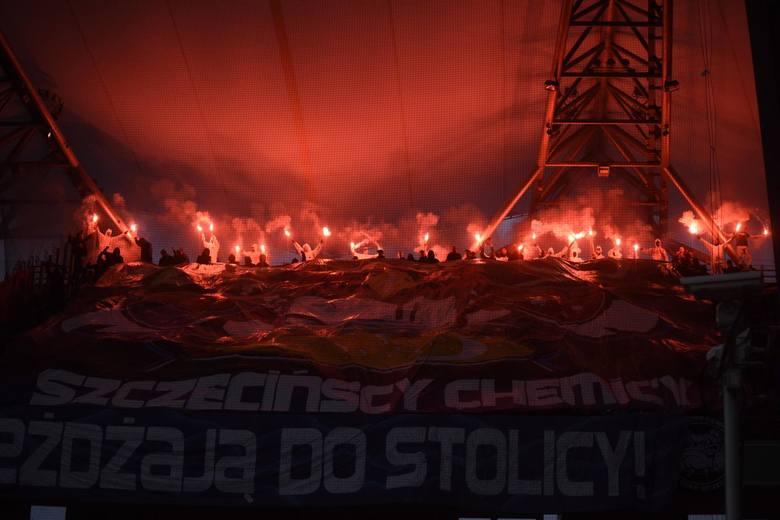 Legia Warszawa - Pogoń Szczecin 3:1. Mistrzowie Polski wygrali sobotnie spotkanie mimo słabego początku spotkania. Zespół Aleksandra Vukovicia odrobił