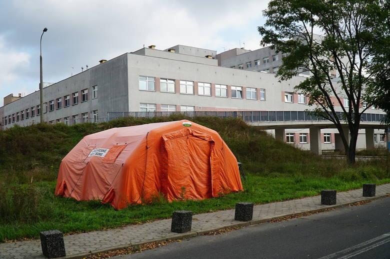 W marcu 2020 r., gdy w Polsce rozpoczęła się pandemia koronawirusa, największy szpital w Wielkopolsce - <strong>Wielospecjalistyczny Szpital Miejski im. Józefa Strusia przy ul. Szwajcarskiej w Poznaniu</strong> - został przemianowany na jednoimienny szpital zakaźny, dedykowany do leczenia chorych na...