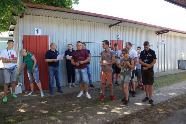 W tej szkole uczą mycia i strzyżenia krów oraz oprowadzania ich po ringu