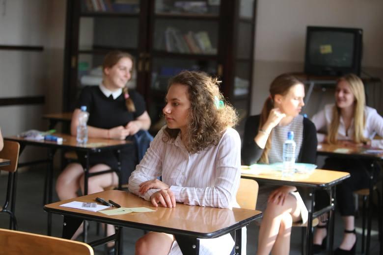 Matura 2018 - język angielski. Dzisiaj kolejny dzień matur. Uczniowie rozwiązywali zadania z języka angielskiego na poziomie podstawowym. U nas znajdziecie