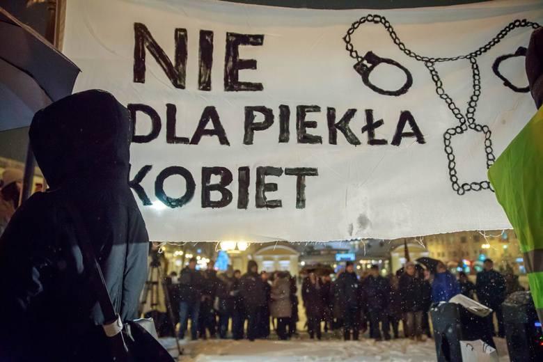 """""""Déjà vu - Strajk Kobiet"""". Ogólnopolski protest kobiet przeciwko zaostrzeniu prawa aborcyjnego"""