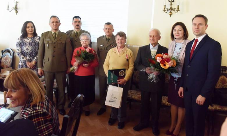Uroczystość wręczenia medali za zasługi dla obronności kraju i wyróżnienie dla byłej sołtys wsi Brzezie - Sulechów - 19 marca 2019