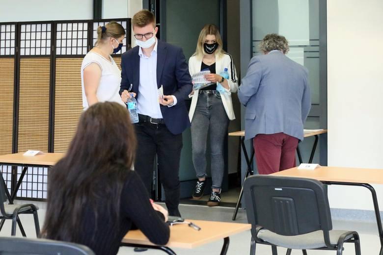30% badanych Polaków przyznaje, że z braku znajomości języka obcego odrzucili atrakcyjne dla nich propozycje pracy.