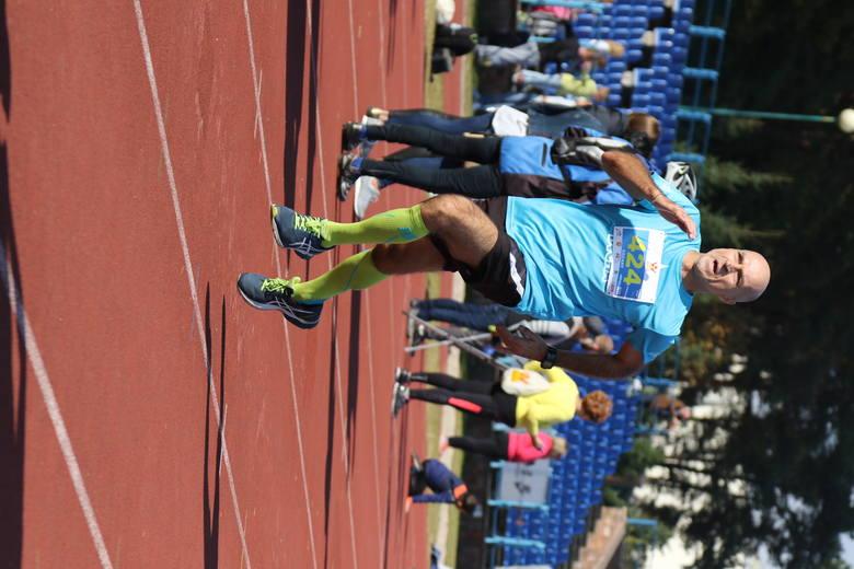 Finiszuje były piłkarz Korony Kielce Cezary Ruszkowski. Obecnie jest trenerem i amatorsko biega.
