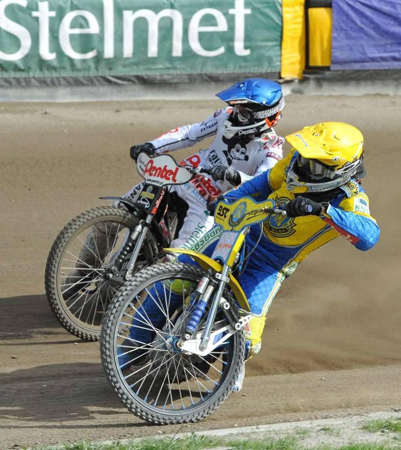 Przed Piotrem Protasiewiczem (w niebieskim kasku) i Bartoszem Zmarzlikiem gorąca końcówka rundy zasadniczej. Pierwszy rywalizuje ze Stelmetem Falubazem