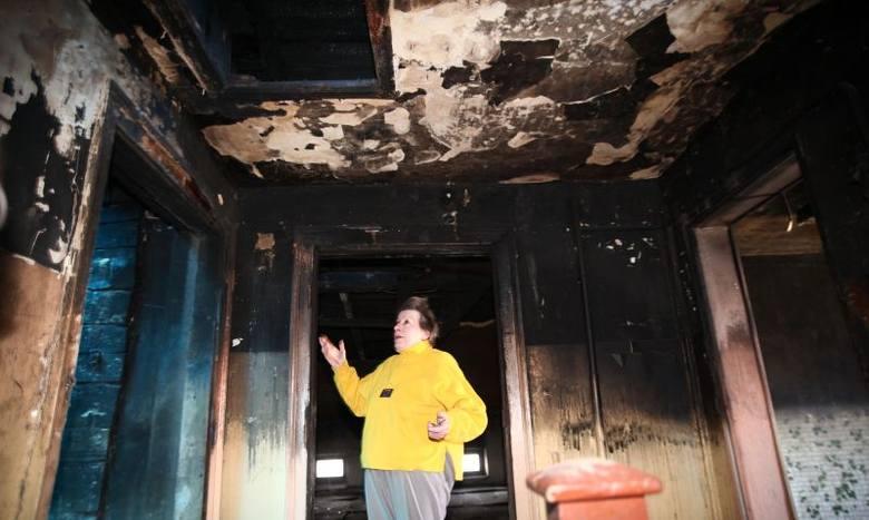 Po pożarze w kamienicy przy Gdańskiej. Od grudnia folia na dziurawym dachu