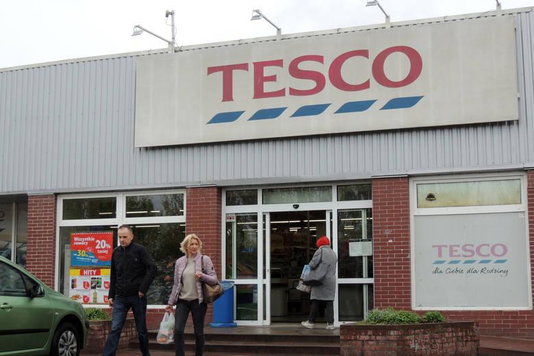 Tesco poinformowało pracowników o planach zamknięcia 32 nierentownych sklepów. To część planu zmniejszania kosztów operacyjnych i poprawy konkurencyjności