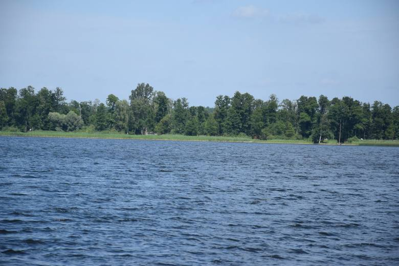 Jezioro Marwicko położone jest około 20 km od Gorzowa. Kto chce wybrać się tutaj samochodem z północnej stolicy Lubuskiego, śmiało może wybierać drogę na Dębno i przez Baczynę dojechać do Wysokiej.
