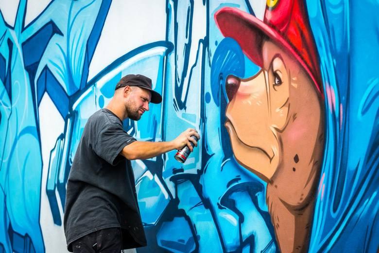 Grafficiarze z całej Polski opanowali Bydgoszcz. Uliczni artyści przez dwa dni malowali niesamowite graffiti na ścianie przy ul. Piwnika Ponurego 10.