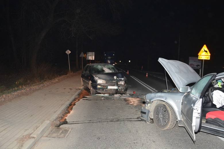 Na odcinku drogi wojewódzkiej nr 990 w Ustrobnej  34-latka kierująca volkswagenem passatem, zjechała na przeciwległy pas ruchu i zderzyła się z golfem.Najcięższych