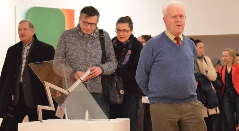 """Muzeum Ziemi Lubuskiej - Galeria Nowy Wiek w Zielonej Górze, 19 lutego 2016 r., otwarcie wystawy """"Jan Berdyszak. W dialogu z przestrzenią""""."""