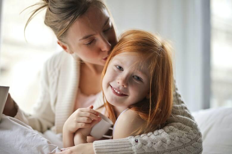 Łącznie roli matki i pracownicy nie jest proste. Wiele kobiet boi się zmierzyć z tym wyzwaniem. Podpowiadamy, co zrobić, żeby dać sobie radę w życiu