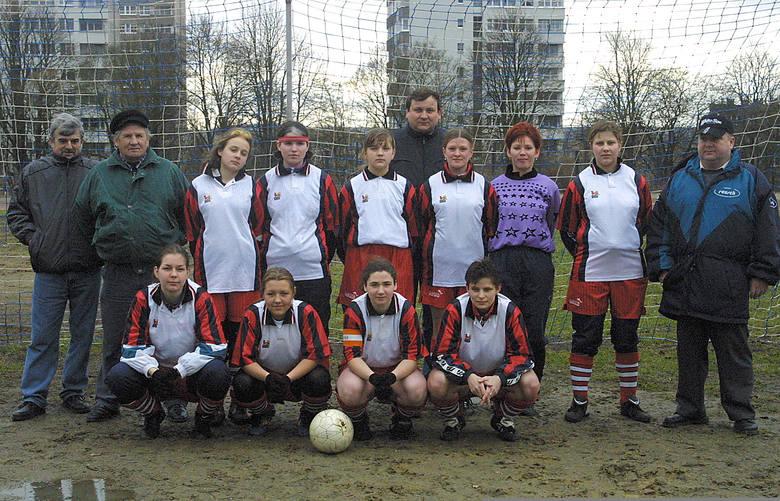 Zespół Romy Szczecin - od lewej stoją: Zbigniew Kurasiński (skarbnik), Roman Wereszczuk (trener), Paulina Orzechowska, Marzena Lewandowska, Anna Szymańska,